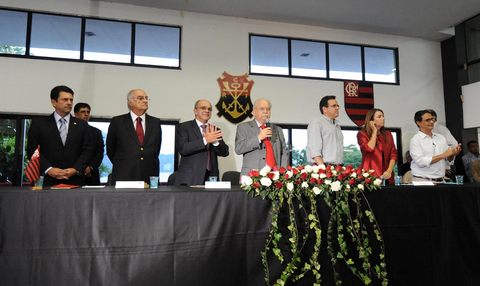ce2c23706d Disputa por novas vagas no Conselho do Flamengo pode parar na Justiça -  27 12 2014 - UOL Esporte