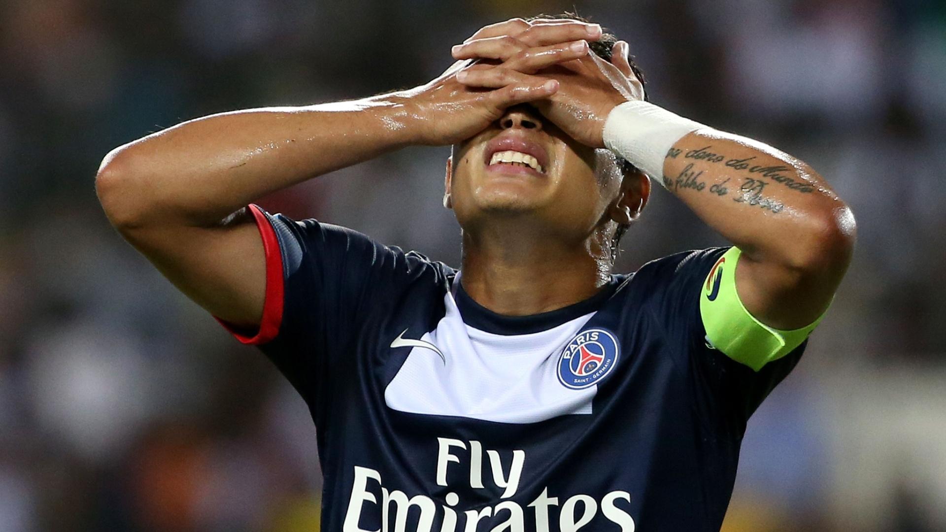 03.ago.2013 - Thiago Silva lamenta lance perdido na final contra o Bordeaux
