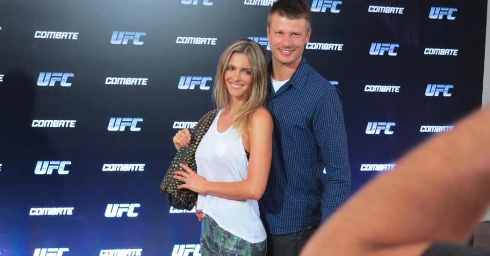 03.ago.2013 - Fernanda Lima e Rodrigo Hilbert vieram juntos assistir ao UFC Rio 4