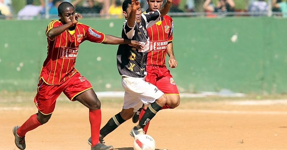 Madrid (vermelho) e SDX ficam no empate por 2 a 2, neste domingo, pela etapa 5 da Copa Kaiser de SP