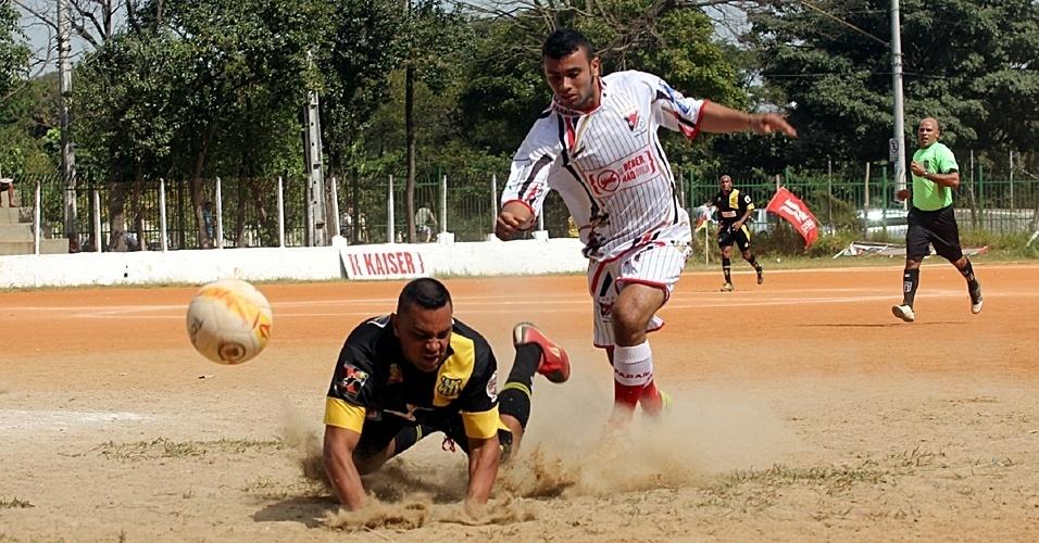 Paraíba (branco) perdeu para o Parque Stella por 3 a 0, neste domingo, em partida da segunda divisão da Copa Kaiser