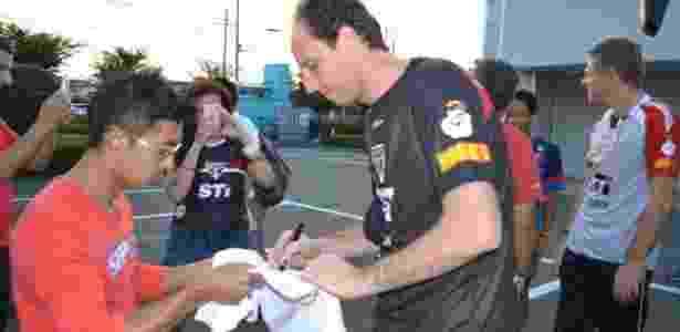 Rogério Ceni atende torcedor no Japão em excursão do São Paulo - Site oficial do São Paulo/www.saopaulofc.net