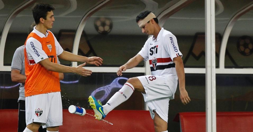07.ago.2013 - Ganso lamenta a derrota do São Paulo para o Kashima Antlers pela Copa Suruga
