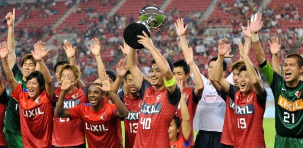 Jogadores do Kashima Antlers comemoram o título da Copa Suruga sobre o São Paulo - AFP PHOTO / KAZUHIRO NOGI