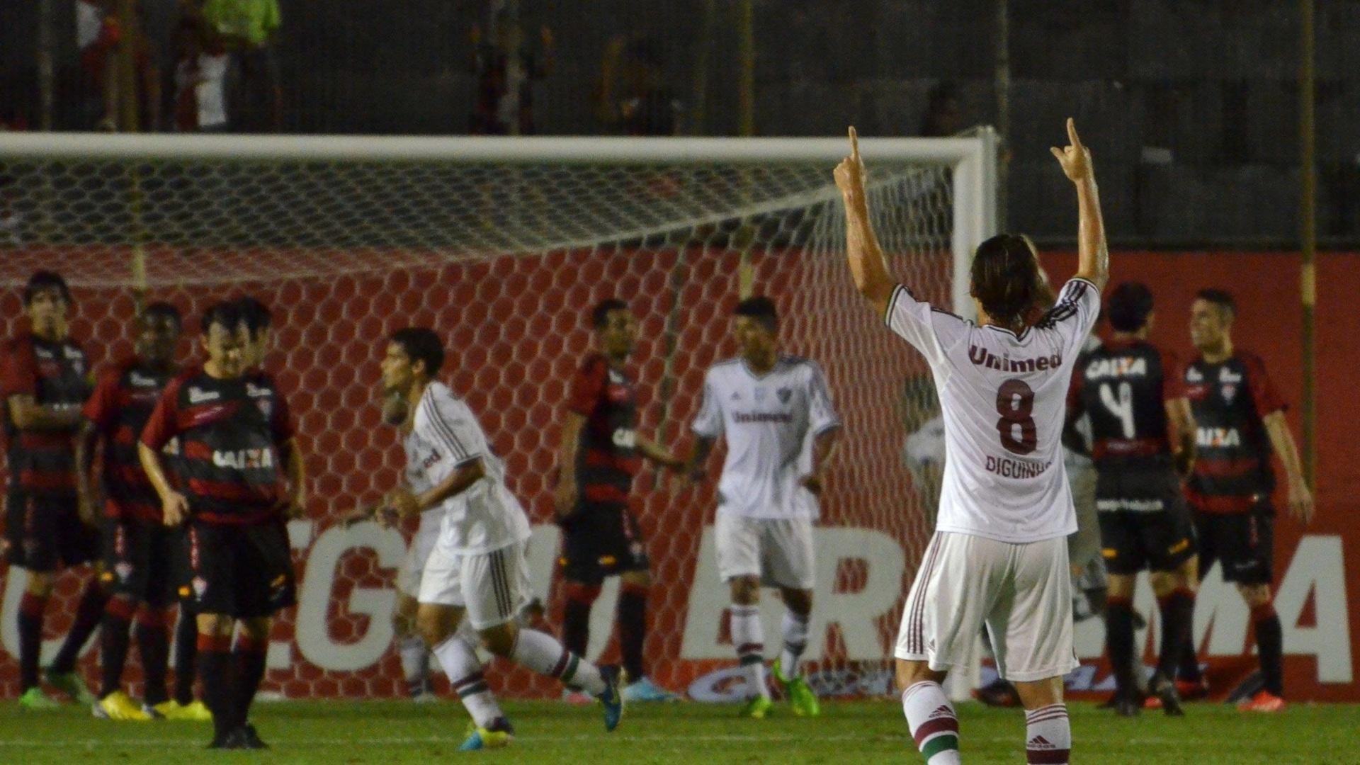 07.08.13 - Diguinho comemora gol de Fred na partida entre Fluminense e Vitória pelo Brasileirão