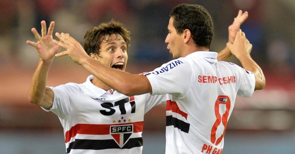 07.ago.2013 - Ganso comemora ao marcar para o São Paulo contra o Kashima Antlers