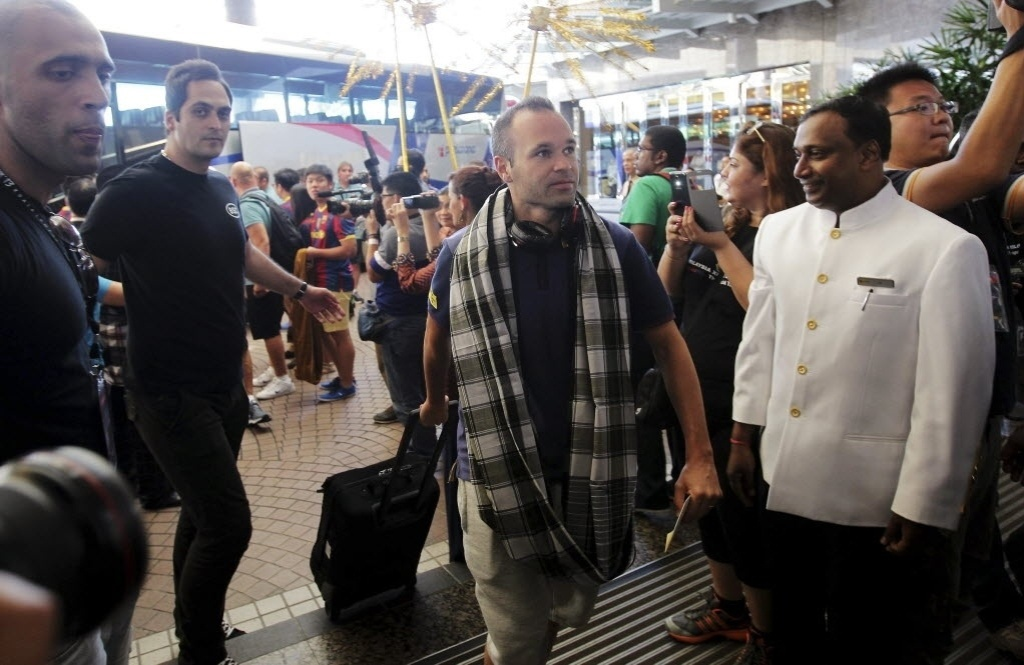 Andres Iniesta chega à Malásia para amistoso do Barcelona no sábado