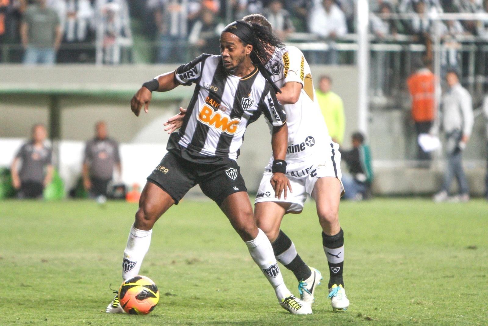 Ronaldinho Gaúcho durante empate do Atlético-MG com o Botafogo, em 2 a 2, no Independência (7/8/2013)