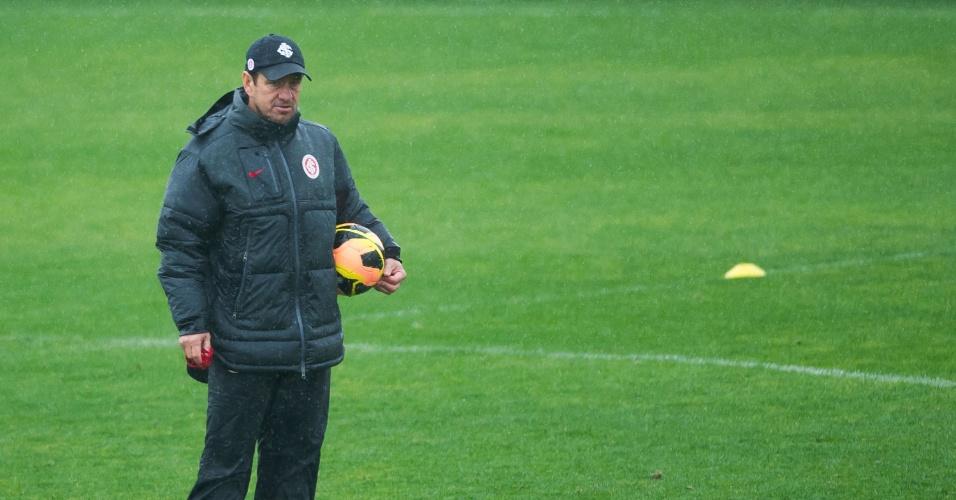 Dunga observa treina tático do Inter, no CT do Parque Gigante (09/08/13)