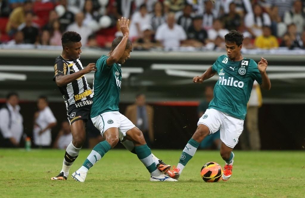 10.08.2013 - Botafogo só empatou com o Goiás no estádio Mané Garrincha