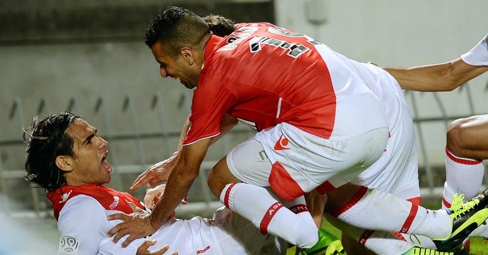 10.08.2013 - Deitado, Falcao comemora um dos gols do Monaco sobre o Bordeaux