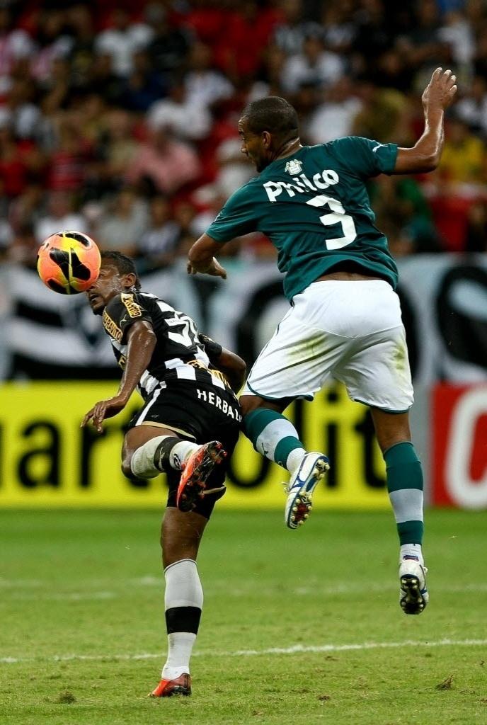 10.08.2013 - Empate entre Botafogo e Goiás no Mané Garrincha levou time esmeraldino a 17 pontos