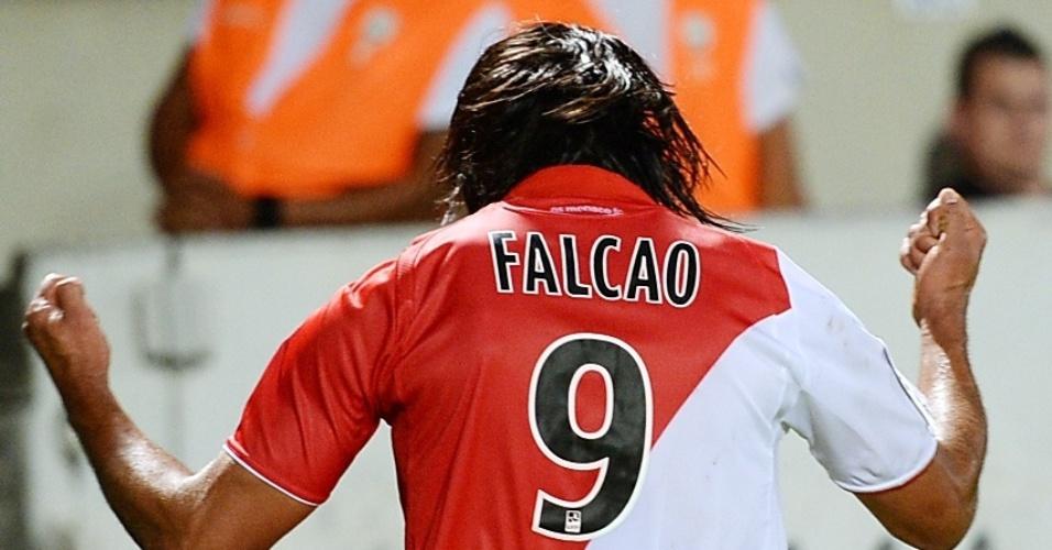 10.08.2013 - Falcao comemora um dos gols do Monaco sobre o Bordeaux