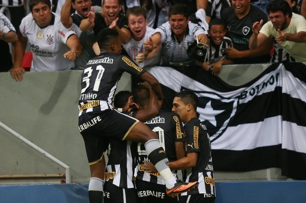 10.08.2013 - Gol do Botafogo foi marcado pelo atacante Rafael Marques