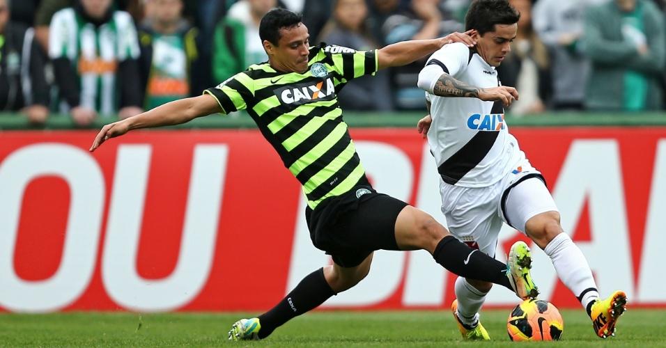 11.08.2013 - Com gol de Pedro Ken, Vasco venceu o Coritiba fora de casa pelo Brasileiro