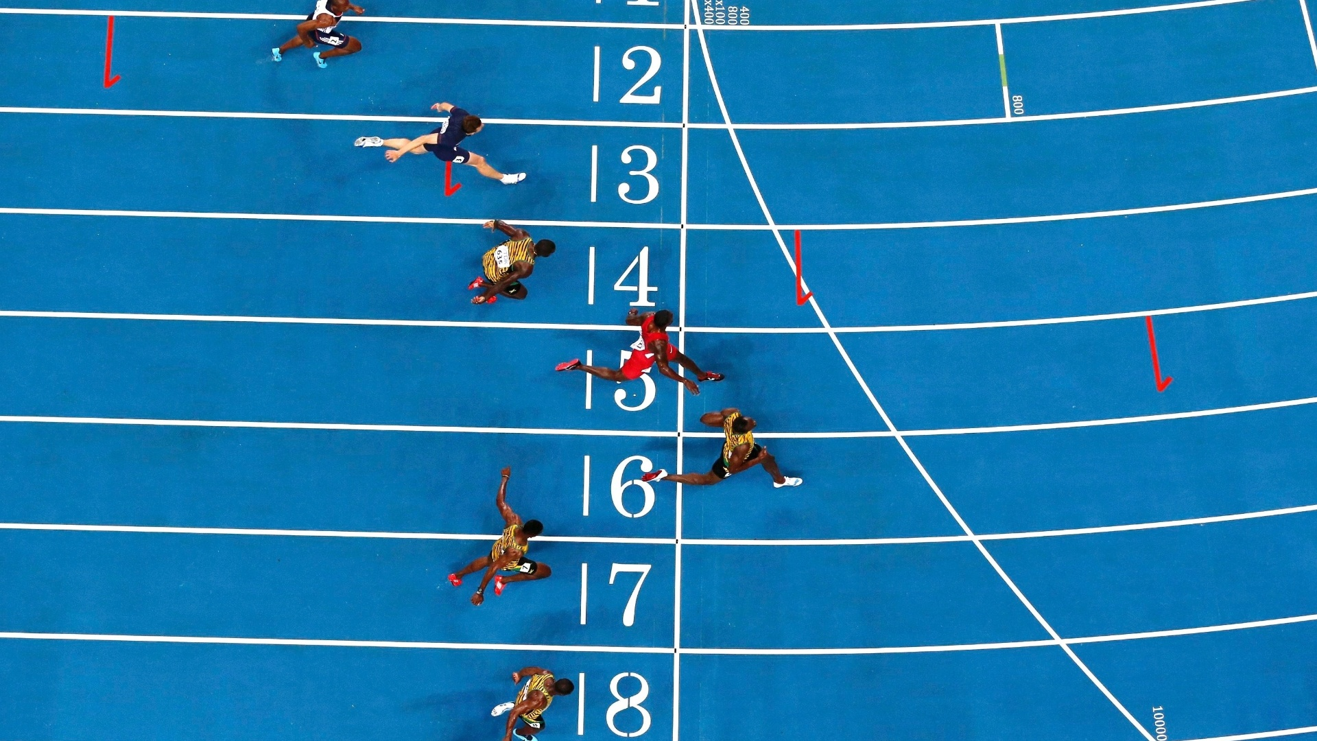 11.ago.2013 - Usain Bolt manteve o ritmo e venceu os 100 m do Mundial com o tempo de 9s77