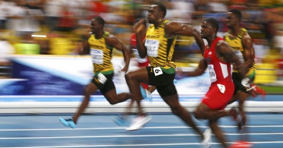 11.ago.2013 - Usain Bolt ultrapassou o norte-americano Justin Gatlin na metade final dos 100 metros da prova