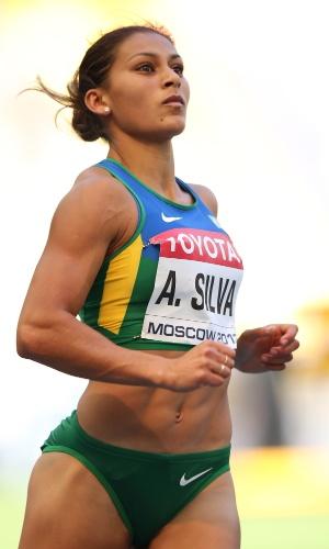 11.ago.2013 - Velocista Ana Cláudia Lemos cravou 11s08 e avançou para a semifinal dos 100m com o quarto melhor tempo