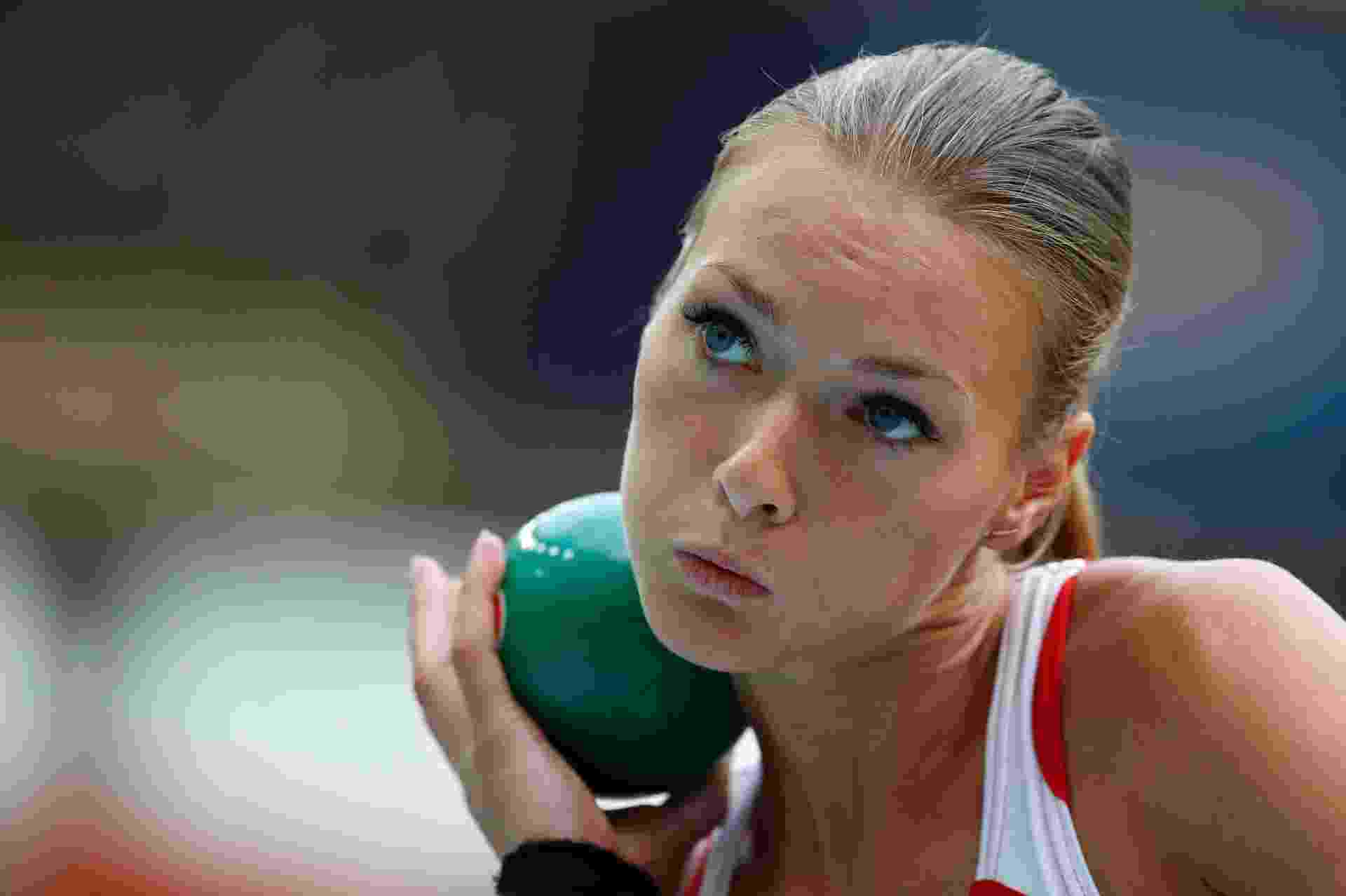 12.ago.2013 - Laura Ikauniece, da Letonia, disputa prova do arremesso de peso no heptatlo - REUTERS/Dominic Ebenbichler