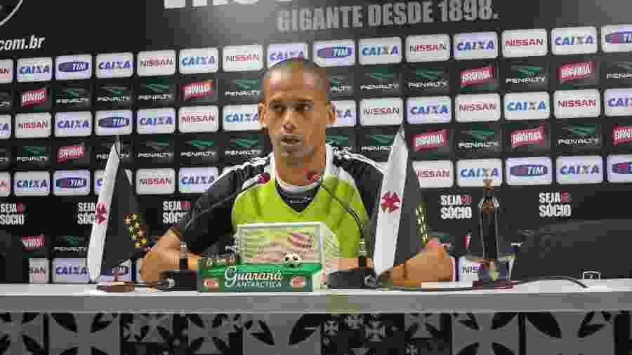 Volante Wendel concede entrrevista coletiva no estádio de São Januário (12/08/2013) - Vinicius Castro/ UOL