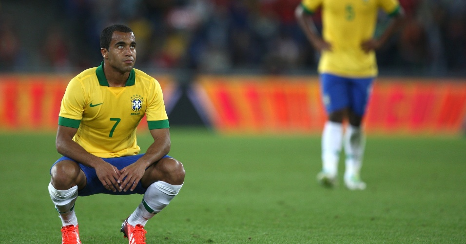 14.ago.2013 - Lucas reage após o final da partida amistosa contra a Suíça; seleção brasileira perdeu por 1 a 0