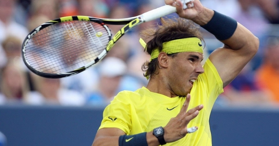 15.ago.2013 - Rafael Nadal rebate contra Grigor Dimitrov durante partida pelas oitavas de final do Masters 1000 de Cincinnati