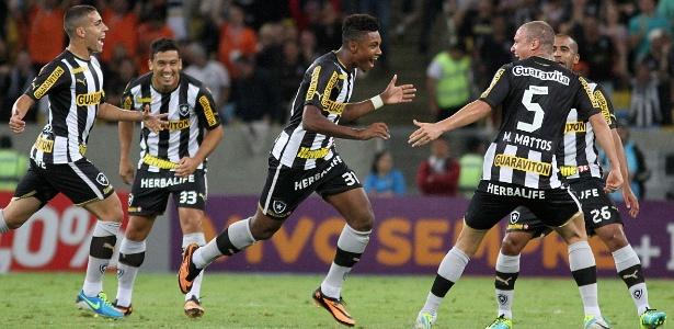 Botafogo preferiu não dar novo aumento salarial a Vitinho e manteve multa rescisória em R$ 31 mi