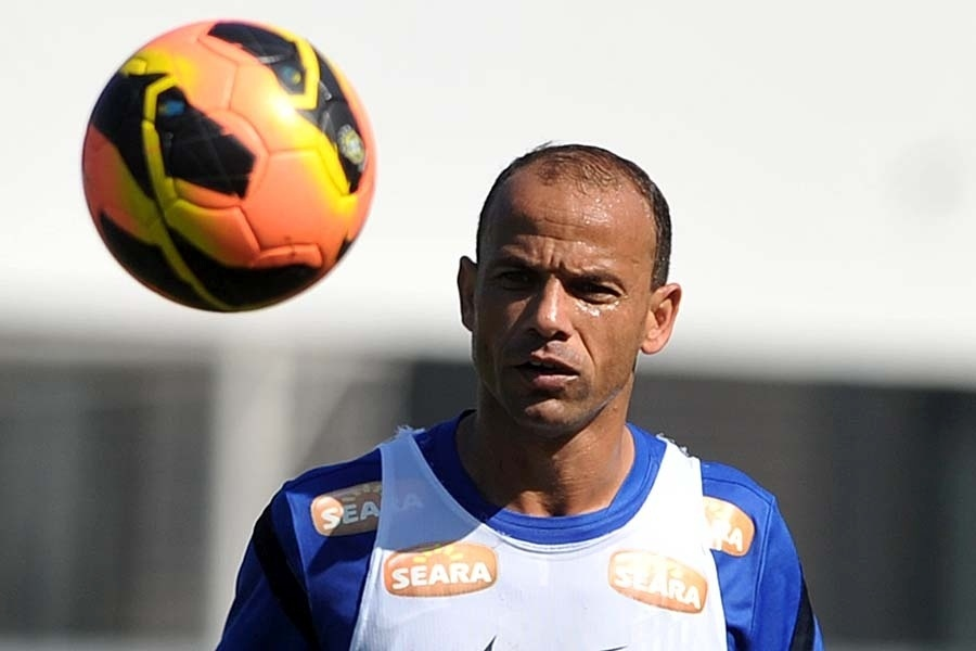 Léo, jogador do Santos, durante treinamento no CT Rei Pelé