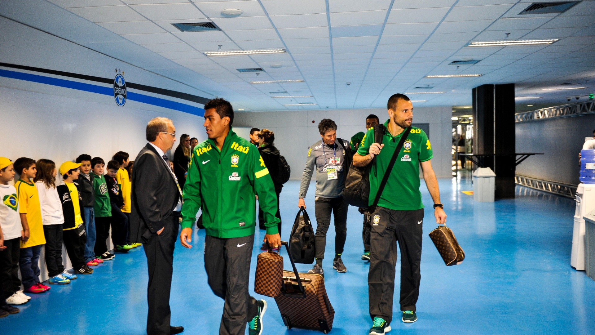Paulinho e Diego Cavalieri com suas bolsas Louis Vuitton