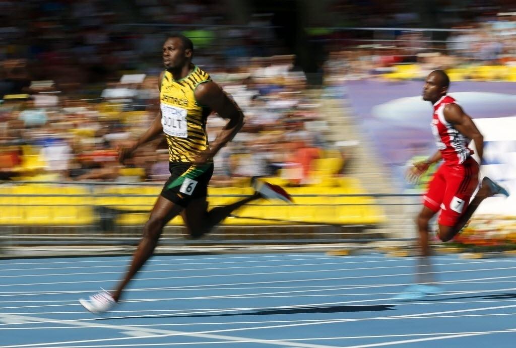 16.ago.2013 - Usain Bolt compete nas eliminatórias dos 200 m do Mundial; ele passou para as semifinais