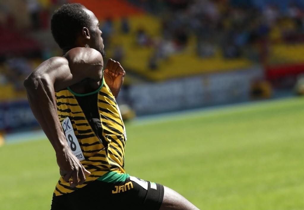 16.ago.2013 - Usain Bolt é visto nas eliminatórias dos 200 m em Moscou, prova para a qual avançou às semifinais