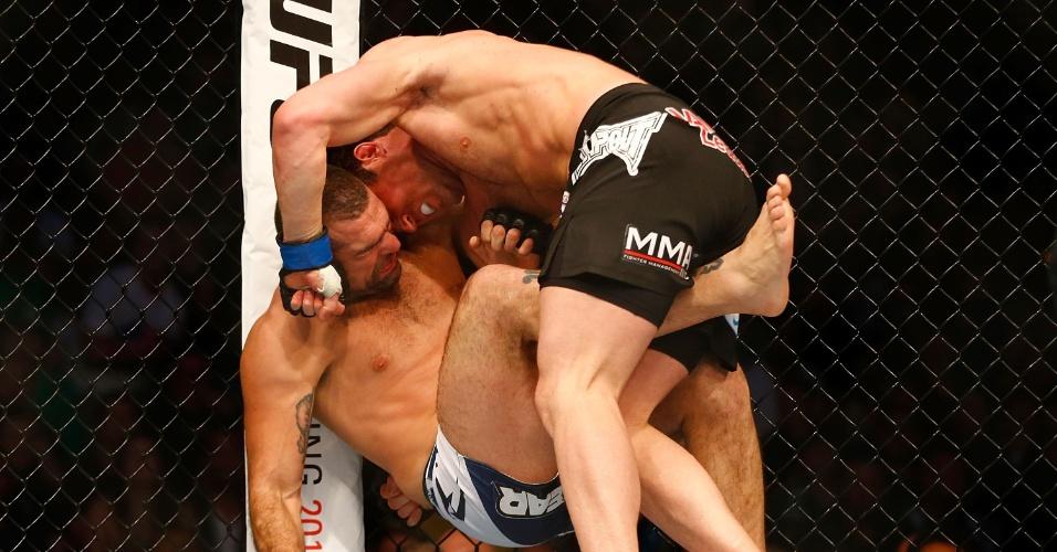 Chael Sonnen derruba Shogun durante luta no UFC em Boston