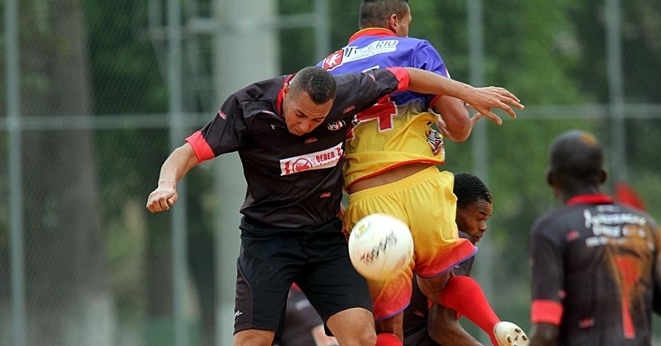 Madri (roxo e amarelo) e Mec mediram forças pela Copa Kaiser nesse domingo