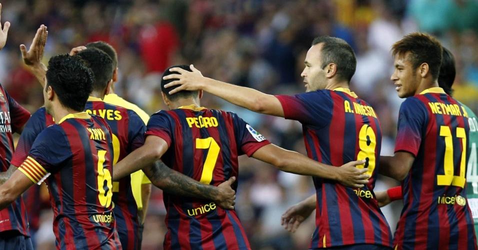 Neymar comemora com os jogadores do Barcelona a vitória por 7 a 0 sobre o Levante