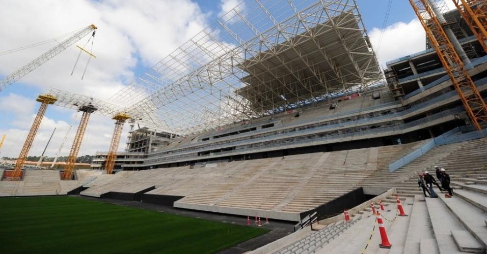 19.ago.2013 - Vista geral do Itaquerão com 86% das obras concluídas