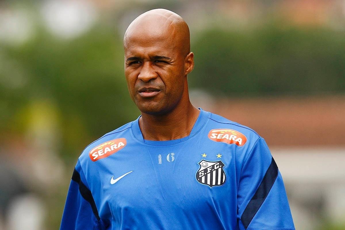 Marcos Assunção durante treinamento do Santos no CT Rei Pelé
