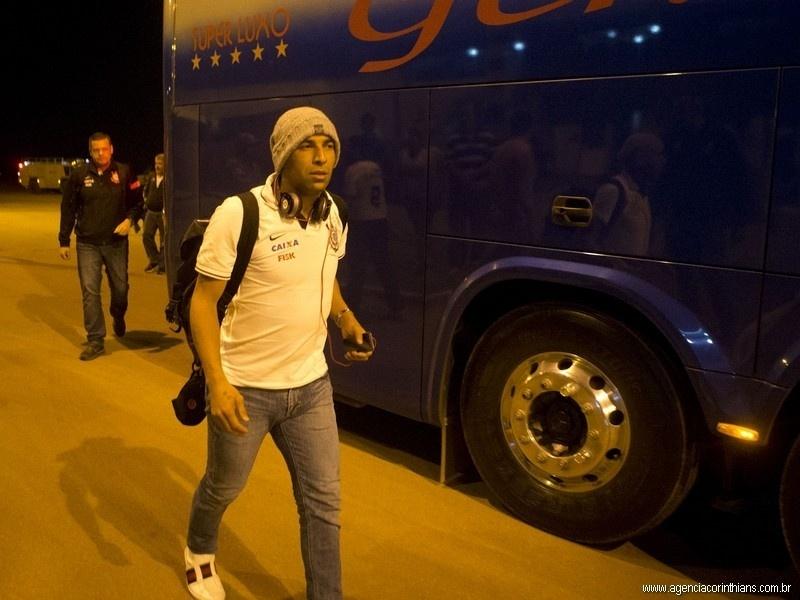 20.08.2013 - Emerson, atacante do Corinthians, chega a Lucas do Rio Verde, onde o seu time estreia na Copa do Brasil