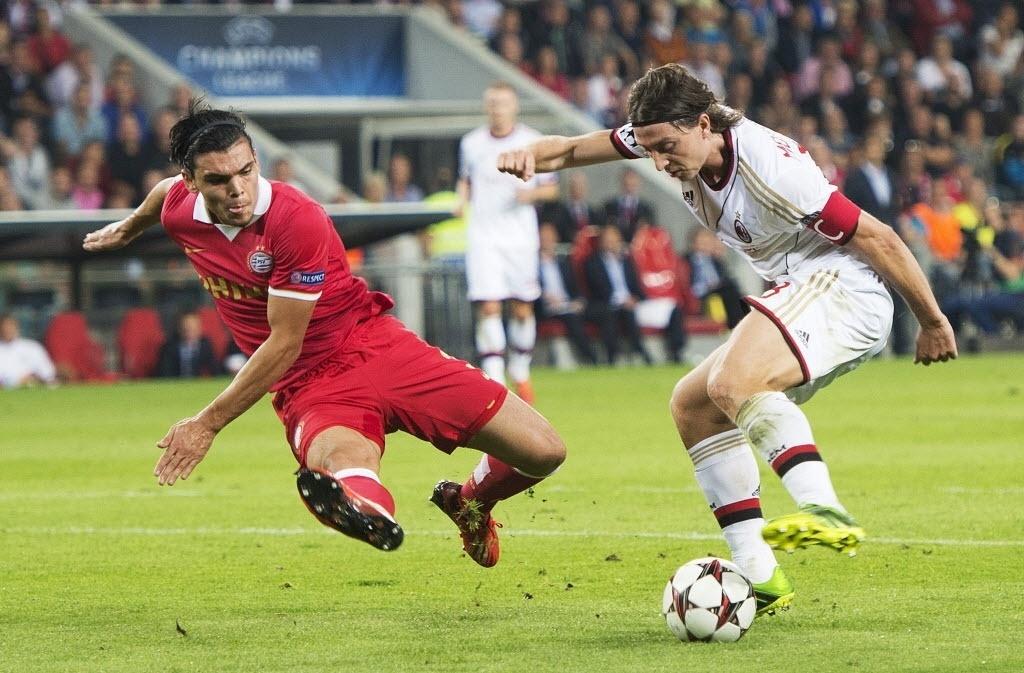 20.08.2013 - PSV e Milan fizeram duelo válido pela fase preliminar da Liga dos Campeões da Uefa