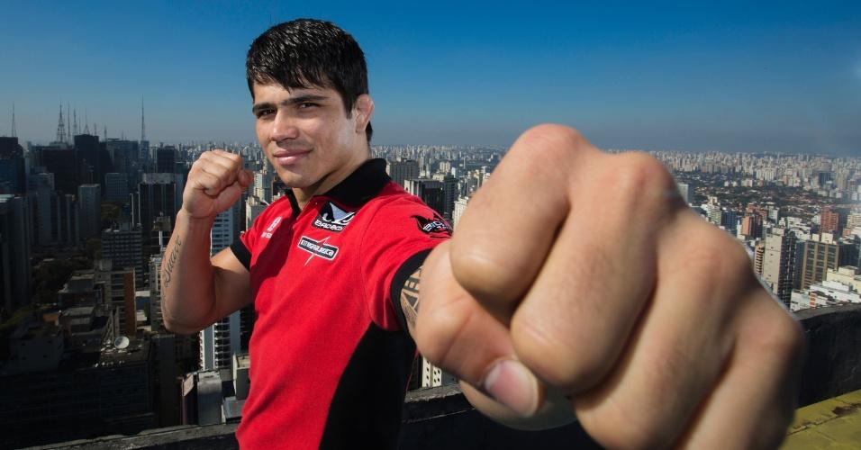 20.ago.2013 - Erick Silva posa em São Paulo em foto promocional do UFC Barueri, marcado para o dia 9 de outubro
