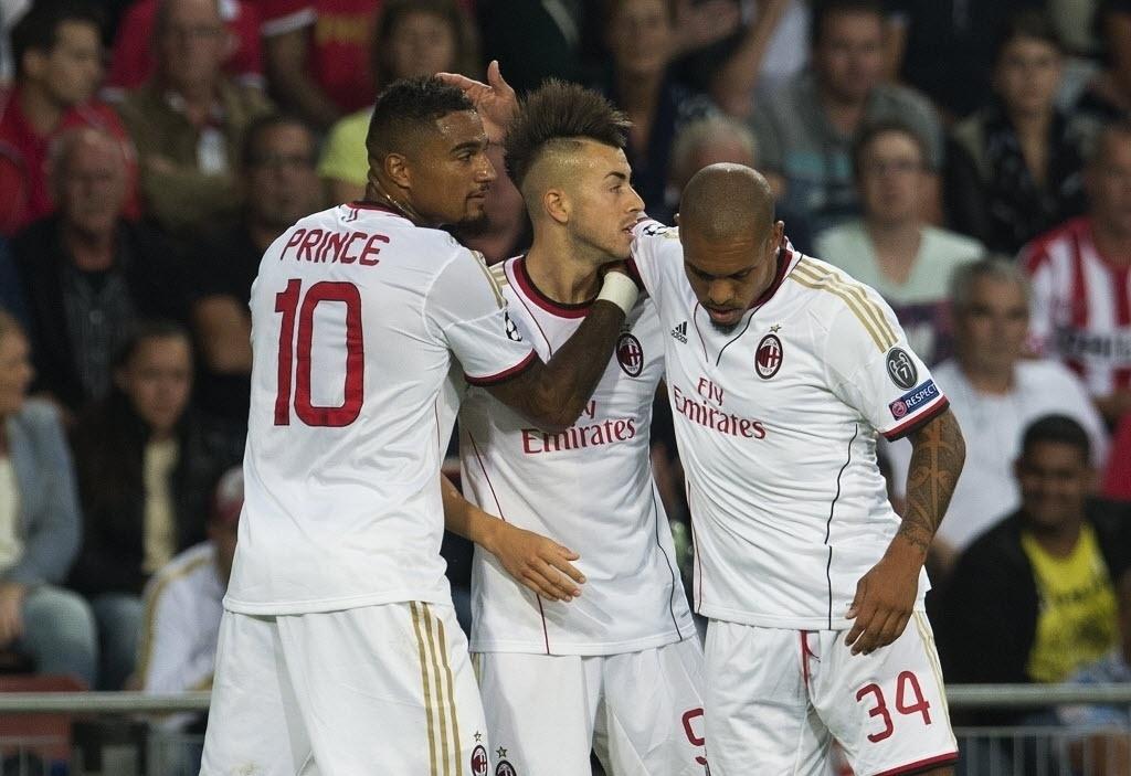 20.ago.2013 - Jogadores do Milan comemoram gol de El Shaarawy contra o PSV pela preliminar da Liga dos Campeões