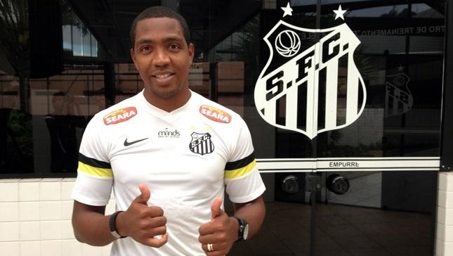 20.agos.2013 - Renato Abreu é anunciado como novo reforço do Santos