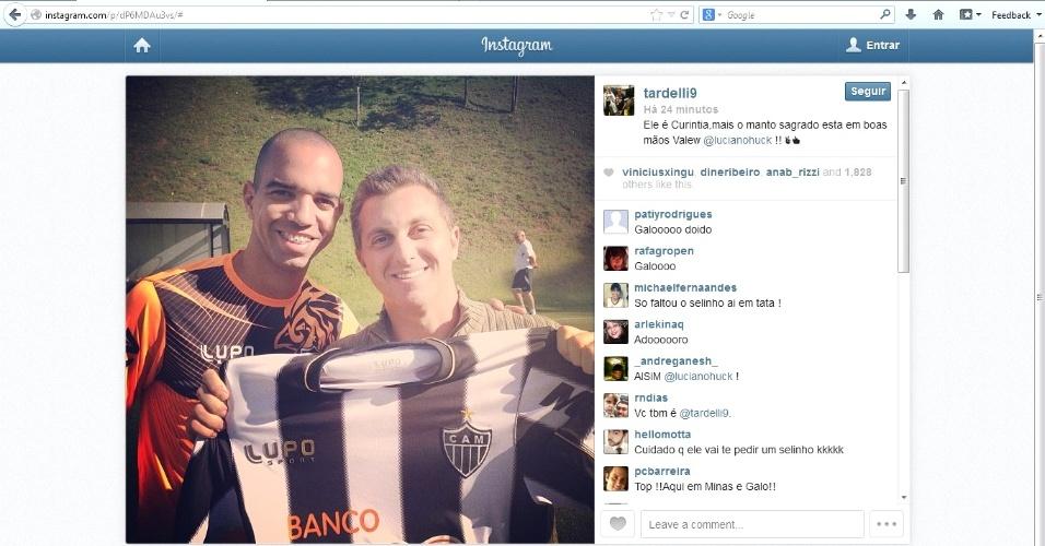 Diego Tardelli publica foto no Instagram ao lado do apresentador Luciano Huck