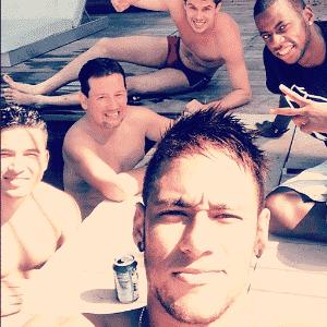 """Neymar curte piscina com Bruno Rezende e """"parças"""" em Barcelona - Reprodução/Instagram"""