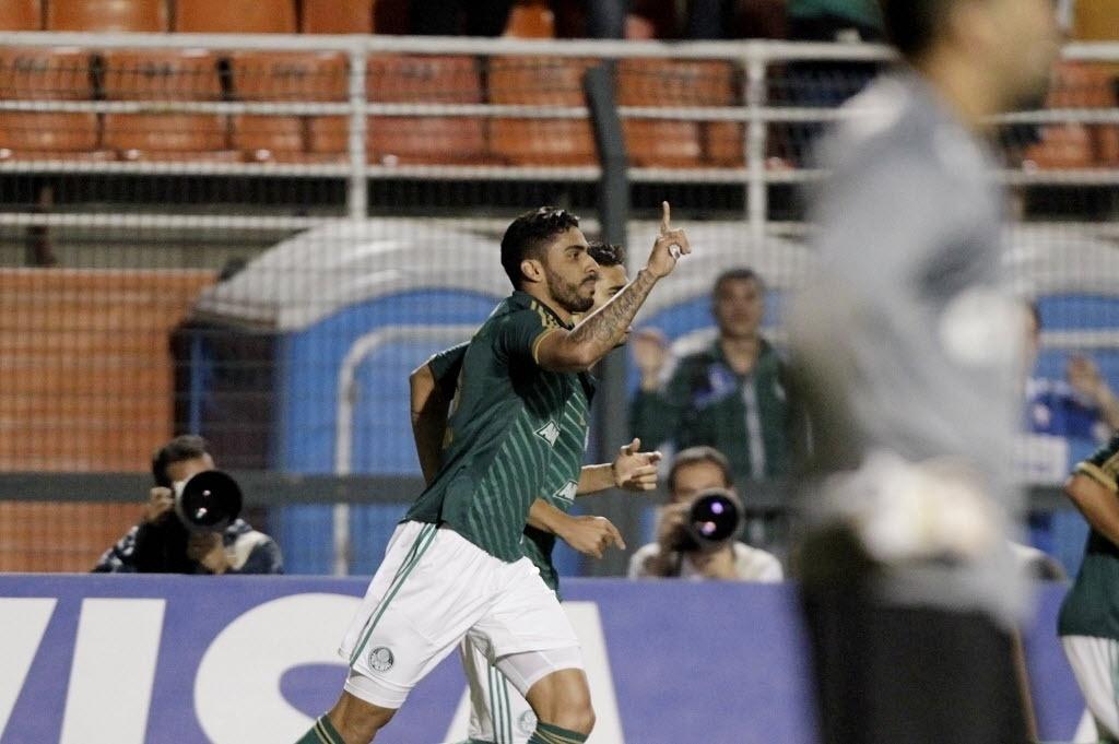 21.08.13 - Vilson comemora gol do Palmeiras contra o Atlético-PR pela Copa do Brasil