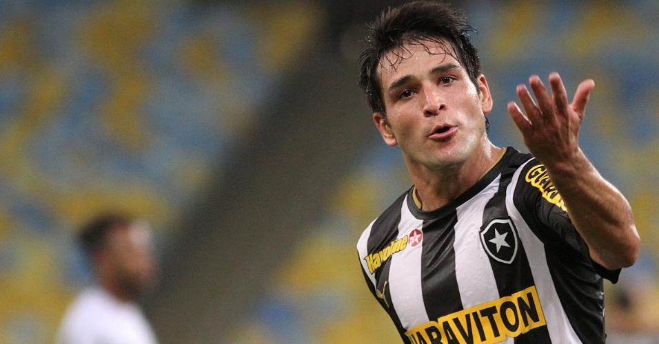 22.ago.2013 - Lodeiro, do Botafogo, comemora gol de empate do Botafogo na partida contra o Atlético-MG pela Copa do Brasil