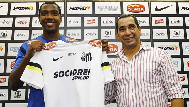 22.agos.2013 - Renato Abreu é apresentado como novo reforço do Santos
