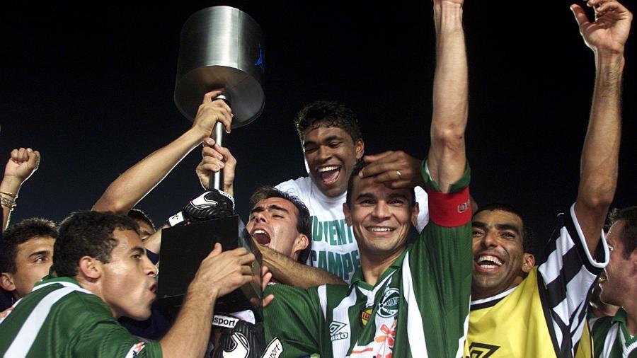 Jogadores do Juventude comemoram a conquista da Copa do Brasil de 1999 - Paul Whitaker/Reuters