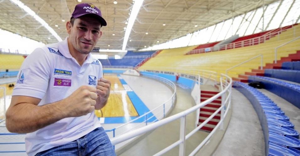 Demian Maia posa no ginásio José Corrêa, no reencontro com o palco de uma noitada em que, há sete anos, venceu três lutas consecutivas