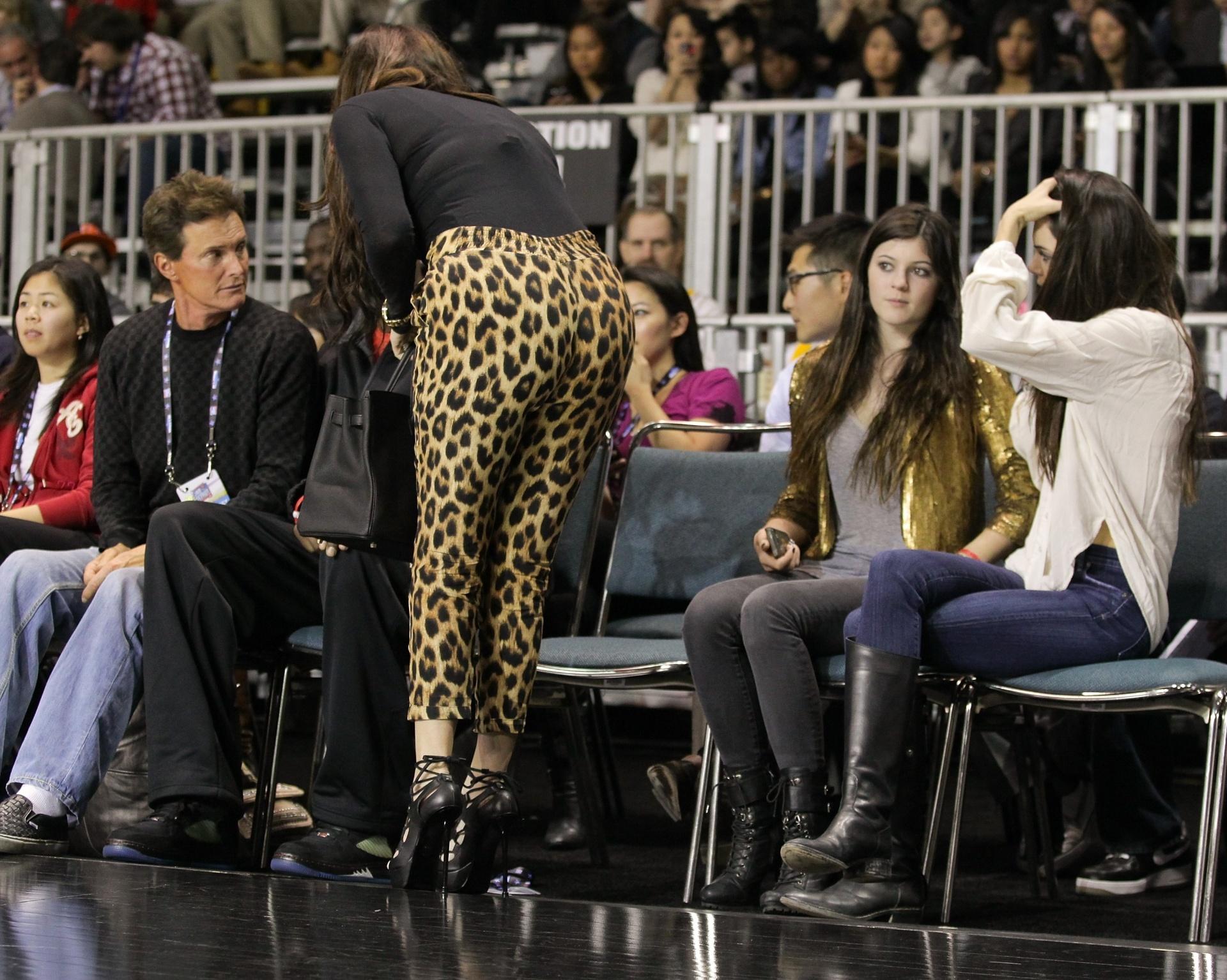 Khloe Kardashian acompanha o Jogo das Celebridades do All Star Game da NBA em 2011