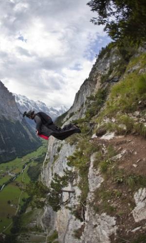 23.08.2013 - Nos últimos dias, seis atletas morreram praticando wingsuit